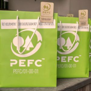 AlV 2015 Amerongen, papierentassen met PEFC logo